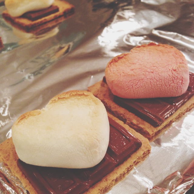 S'more Classroom Valentines, Please. (Free Valentine Printable!) via @jennyonthespot