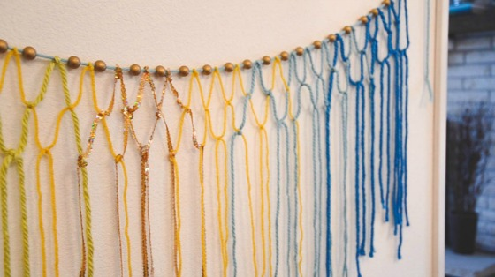 macramé yarn garland via @jennyonthespot