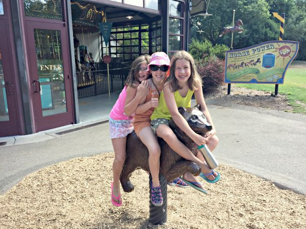 Friends - A visit to the Woodland Park Zoo
