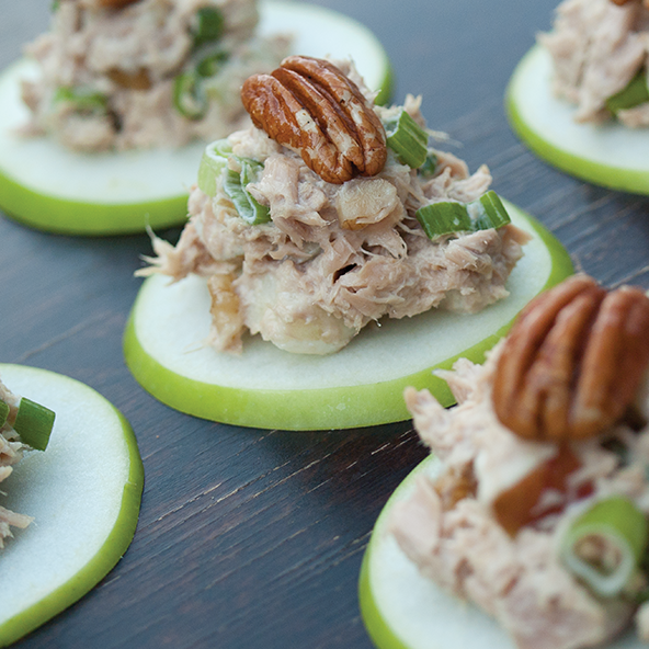 Waldorf Tuna Salad: 7 Delicious Go-To Whole30 Meals via @jennyonthespot/jennyonthespot.com